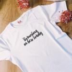Печать принтов на женских футболках