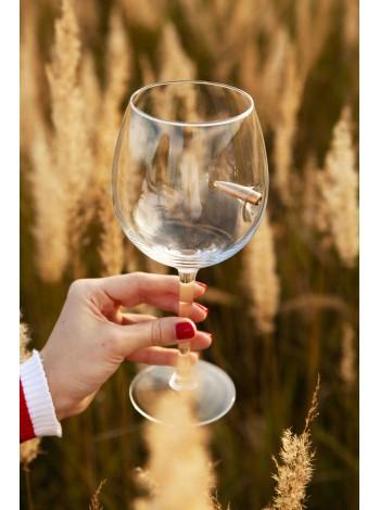 Винный стакан с пулей